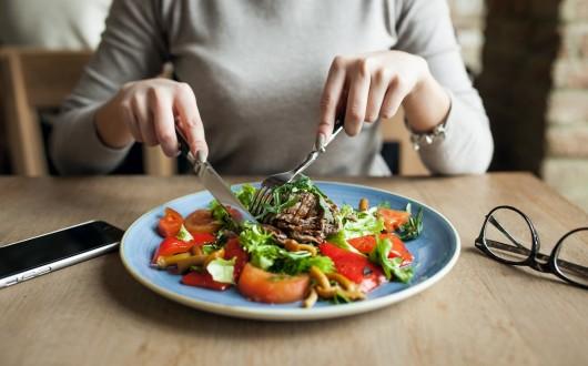 Fome física e fome emocional: você sabe identificar cada uma?